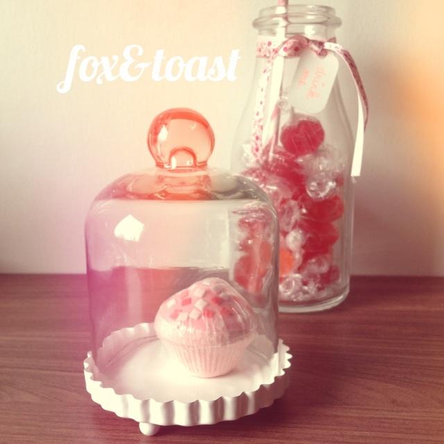 vase fox toast. Black Bedroom Furniture Sets. Home Design Ideas